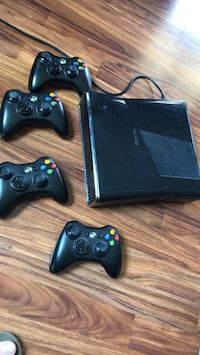 black Xbox 360 console with controllers Canandaigua, 14424