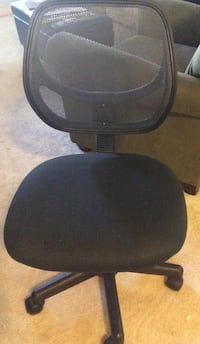 Black fabric office rolling chair Springfield, 22152