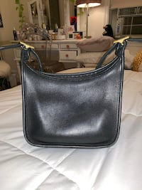Classic coach black cross body purse Minneapolis, 55416