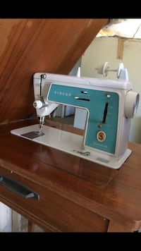 SINGER sewing machine and table chest- Vintage Zigzag/ style 628 Fallbrook, 92028