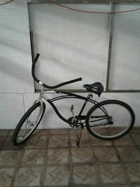 black and white cruiser bicycle Los Angeles, 90001
