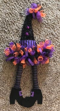 Witch hat and legs wreath Plaistow, 03865