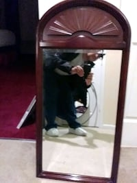 beautiful mirror to go along with your table Virginia Beach, 23455