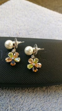 Pearl & gemstones floral earrings  Kitchener, N2G 4X6
