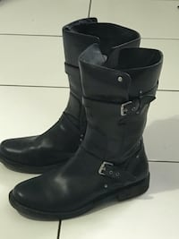 Women's Uggs leather boots size 10 Nobleton