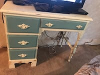 Shabby chic desk and end table( must go in next 2 days) Reynoldsburg, 43068