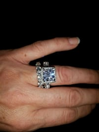 Costume jewellery ring size 7 Bowmanville, L1C 3N8