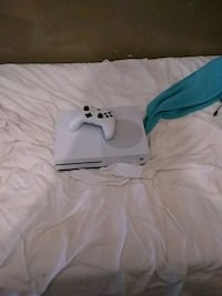 white Xbox One console with controller Pasadena, 91105