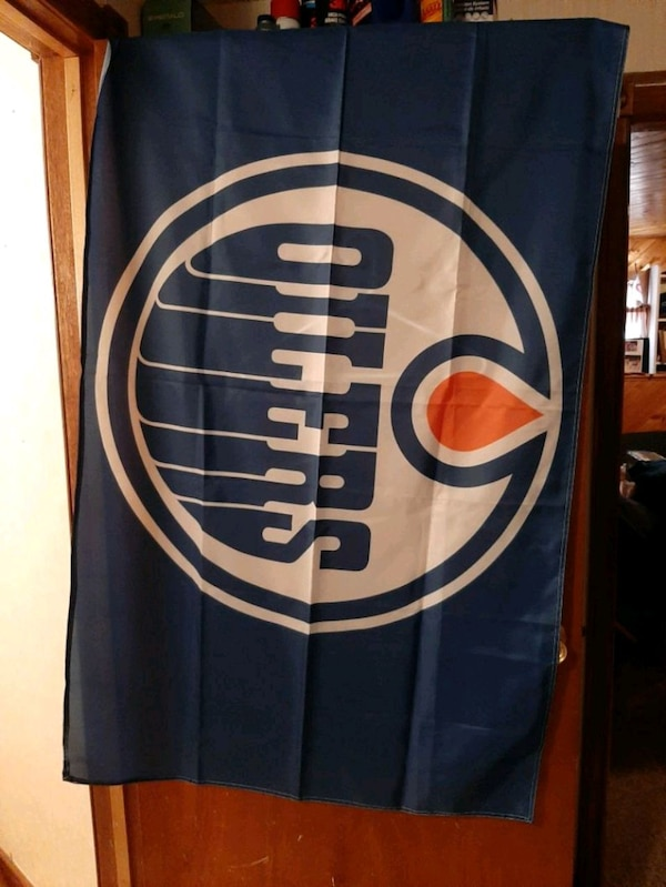 Edmonton Oilers flag 3feet by 5feet $20 be29a390-11ea-4872-9165-028f26d832d3