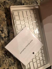 Apple wireless keyboard with Bluetooth (new -never used) Houston, 77063