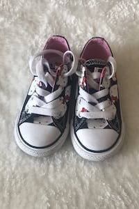 hello kitty Converse excellent conditions!!  Brampton, L6S 4H9