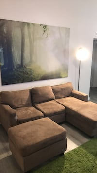 Brown sectional couch with ottoman  900 mi