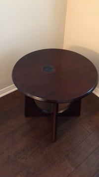 round brown wooden side table San Antonio, 78258