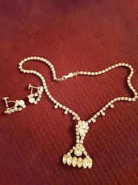 "7 1/2"" Vintage Necklace and earrings Stow, 44224"