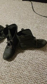 pair of Grey lace-up boots size 7  Kamloops