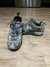 Womens Merrell hiking shoes size 6.5 3143 km
