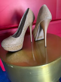 Gold sparkly heels 5 1/2 5.5 San Marcos, 92069
