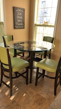 round glass top table with four chairs dining set Odenton, 21113