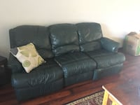 Reclining sofa and love seat set. Green both recline, is a set in fair condition. Leather! Make offer!!