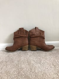 Cowgirl Boots Size 7 Saint Petersburg, 33710
