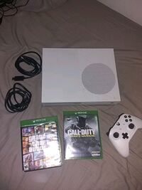 Xbox one s and GTA and call of duty Hyattsville, 20783