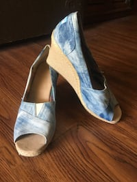"""New """"Tom's"""" Canvas Wedge Shoes 10m Rancho Mirage, 92270"""