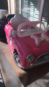 pink and white Minnie Mouse ride on toy Poway, 92064