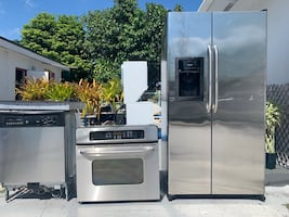 GE stainless steel appliance set. Great condition.