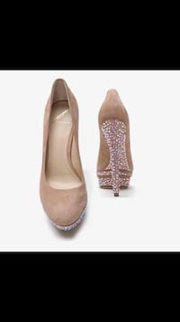 Brian Atwood CRYSTAL Nude Suede Pump 7.5 Johnston, 02919
