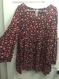 Women's black, pink, and yellow floral empire-sleeved dress Pittsburgh, 15224