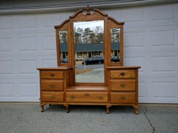 Used Vintage Vanity Dresser With Mirror For Sale In Duluth Letgo