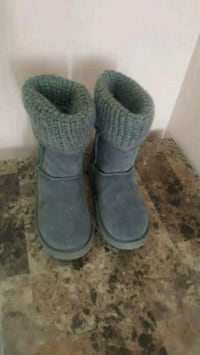 pair of gray sheepskin boots Mississauga, L5V 2L9