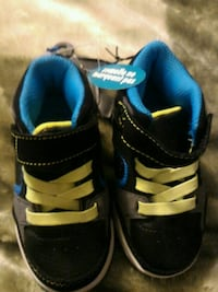 New toddler boys shoes. Size 6 Brampton, L6S 2C7