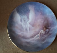 $40.00 for each plate The Hamilton Collection presents Once Upon A Dream and The Dawn of Romance round ceramic decorative plate Montréal