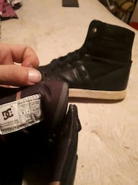 black DC Shoes leather high-top shoes Cambridge, N1R 8P5