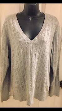 Old navy gently used women's size L low neck sweater in excellent condition. located off lake mead and jones area asking $2. Las Vegas, 89108