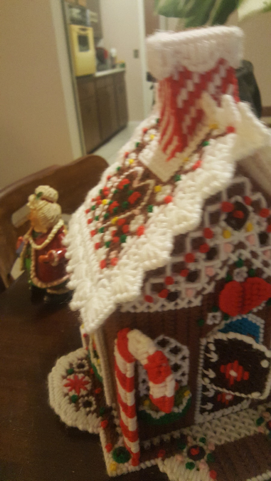 Needlepoint Fibgwrbreas House and Mrs. Santa - United States