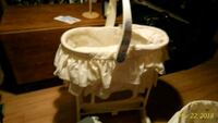 baby's white bassinet Cambridge, N3H 4G5