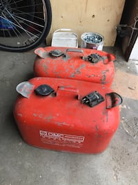 5 gallon gas cans  Calgary, T2R 1M3