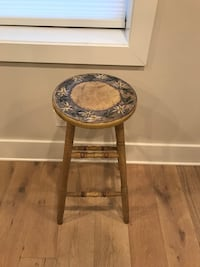 Round gray and brown wooden side table Washington, 20002