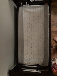 Graco Baby Changing Table - price negotiable  676 mi