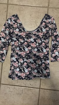 black and pink floral scoop neck 3/4 sleeve blouse Lévis, G6W 2M6