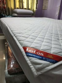 white and black bed mattress Navi Mumbai, 400709