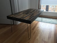 Rectangular brown wooden coffee table Chicago, 60622