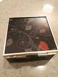 beautiful 10 and glass decorative box with I'm here in the centre Mission, L6A 4R9