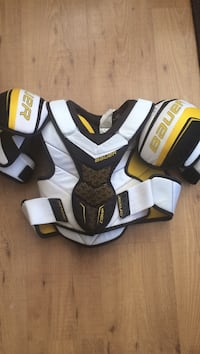 Hockey shoulder pads Pickering, L1V 6X5