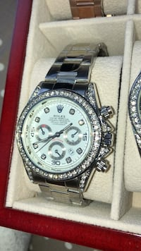 round silver-colored Rolex chronograph watch with link bracelet Brampton, L6T