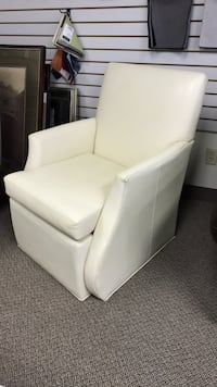 Leather lounge chair  Vaughan, L4L 5Z6