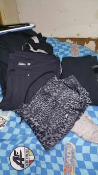 3 pair of yoga pants size xs Henderson, 89002