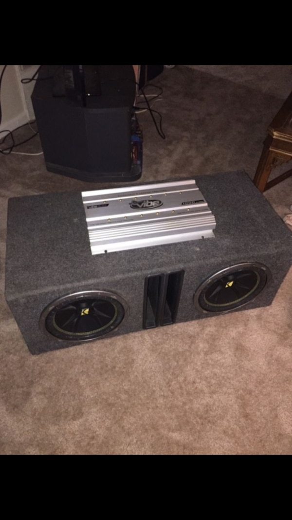 2 kicker competition subs with 1000 watt amp